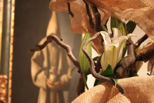 An unusual material wraps around this display. Where is it? (Art in Bloom: Mystery Photo #5. Photo by the author.)