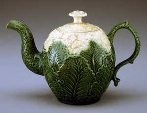 Teapot, 1760/1780 Staffordshire, England  Earthenware (creamware) Photo by Gavin Ashworth