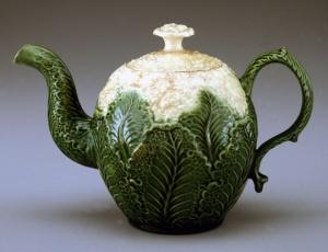 Teapot, 1760/1780 Staffordshire, England  Earthenware (creamware) Photo by Gavin Ashworth