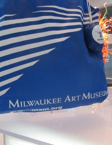 """Milwaukee Art Museum"" in Weiss Antiqua font on Members tote bag."