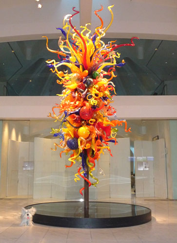 Sunny and Dale Chihuly, Isola di San Giacomo in Palude Chandelier II, 2000. Blown glass. Milwaukee Art Museum, gift of Suzy B. Ettinger in memory of Sanford J. Ettinger.