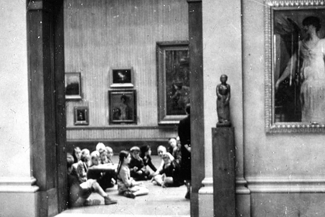 Children in the Layton Art Gallery space, early 20th century. Milwaukee Art Museum, Institutional Archives.