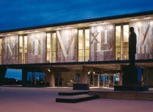 Milwaukee County War Memorial Center. Image courtesy www.warmemorialcenter.org.