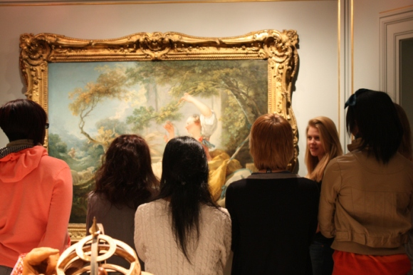 """Helena discusses Fragonard's """"The Shepherdess"""" in the Milwaukee Art Museum galleries. Photo by Nate Pyper"""